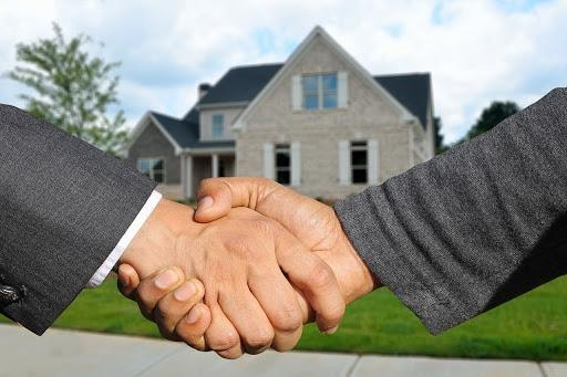 what does under contract mean- image of two people handshaking